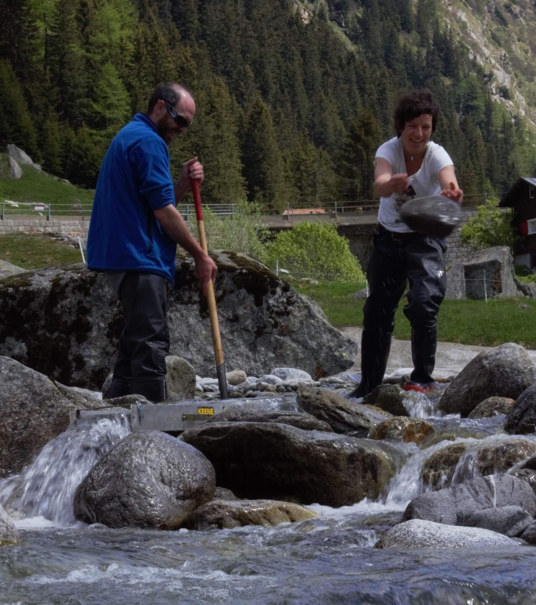Sandro Caveng Goldwäscher aus der Schweiz